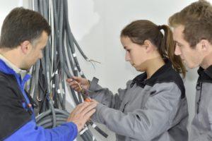Électricien d'équipement du bâtiment